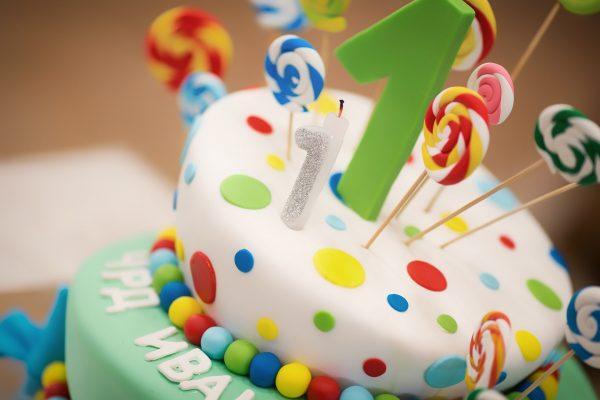 Dicas sobre como fazer o bolo do seu filho e ficar uma obra de arte! (O nº5 vai poupar-lhe muito dinheiro e tempo!)